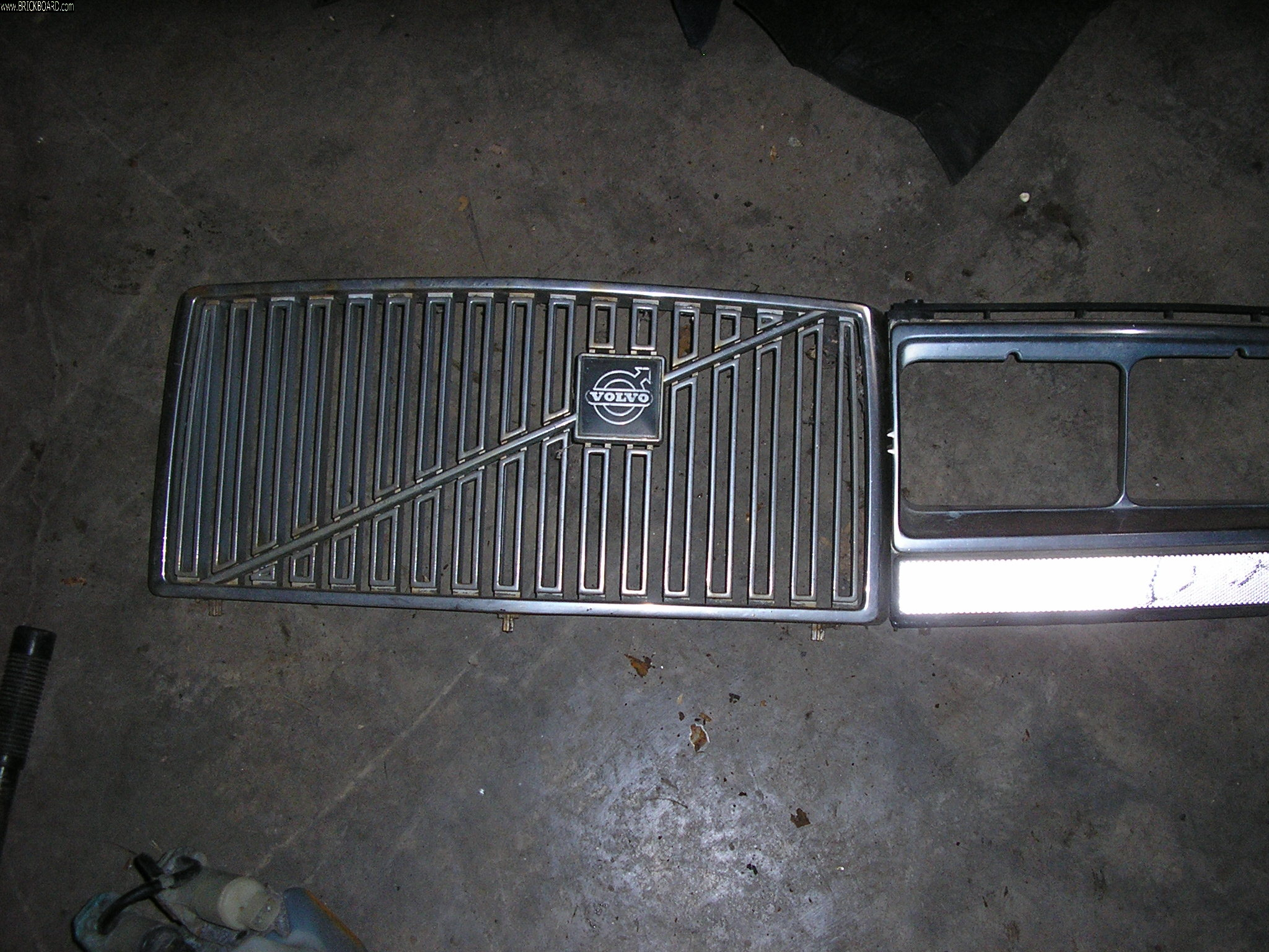 Volvo 200 -- really  a grill for an '84 240