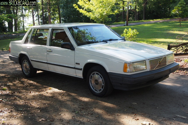 Volvo 700 -- New '90 740 GLE