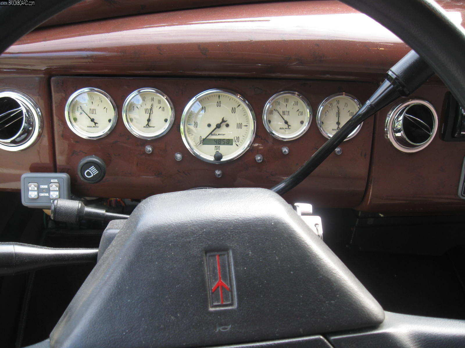 Volvo 444-544 -- Aftermarket speedometer and gauges 544 1963